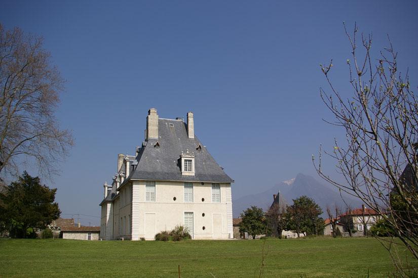 cours arrière château de Sassenage