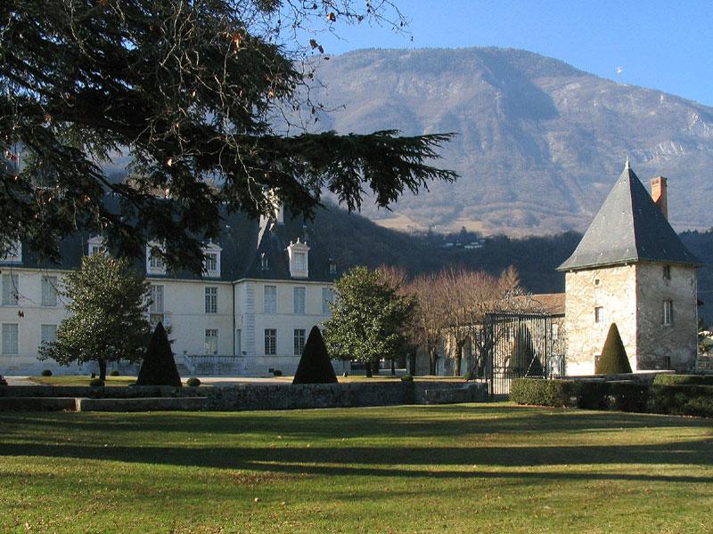 cours d'honneur chateau de Sassenage