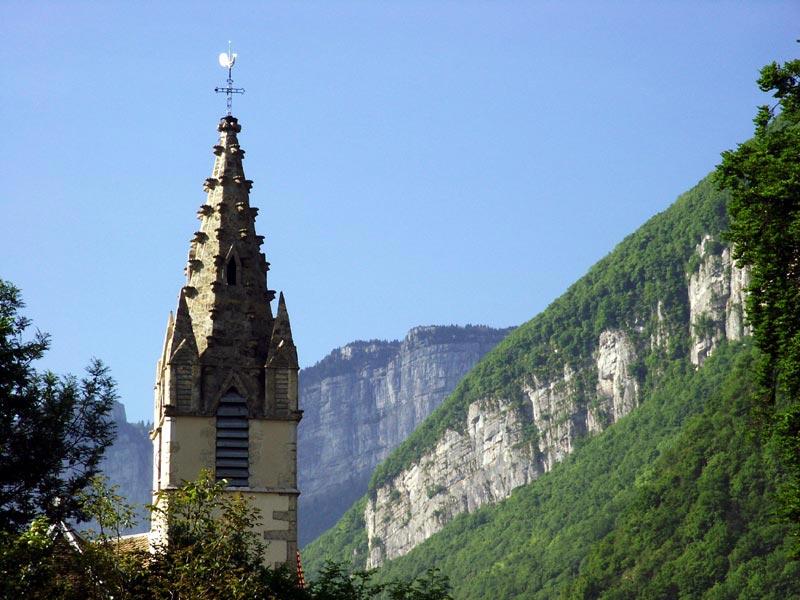 Veurey - Eglise et falaises du Vercors